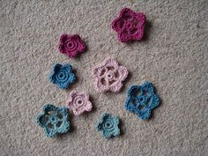 Free patten @ Lavender and Wild Rose for crochet flowers