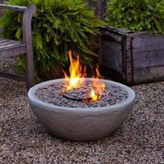 Ready for some DIY Outdoor projects? Improve your backyard with some of these DIY Outdoor ideas! Fire Pit Bowl, Diy Fire Pit, Fire Bowls, Fire Pit Backyard, Fire Pits, Indoor Fire Pit, Indoor Outdoor, Esschert Design, Fire Pit Designs