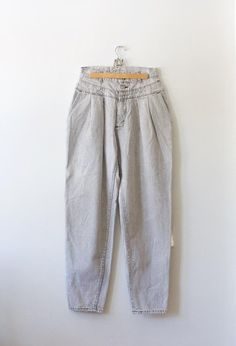 067f931296e Vintage Lee Pleated Mom Jeans    Light Gray High Waisted Boyfriend Jeans     80s Jeans    Tapered Leg    Harem Jeans    26 Waist