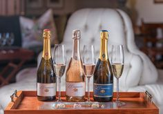 The latest offering to emerge from the Anthonij Rupert Tasting Room is guaranteed to get your taste buds tickling with delight, as the L'Ormarins MCC and nougat pairing takes bubbly enjoyment to the next level. Sauvignon Blanc, Cabernet Sauvignon, Chateauneuf Du Pape, Tasting Room, Pinot Noir, Taste Buds, Bubbles, Pairs, Wine