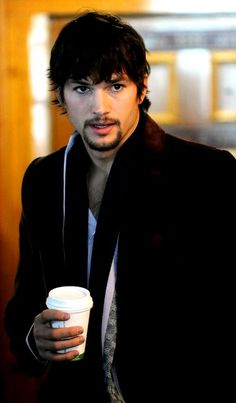 Ashton Kutcher with a coffee/latte Sexy Coffee, Coffee To Go, Coffee Cafe, Hot Coffee, Coffee Break, Drink Coffee, People Drinking Coffee, Ashton Kutcher, Coffee Drinkers
