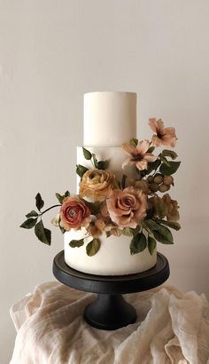 32 Jaw-Dropping Pretty Wedding Cake Ideas A delicious cake is the sweetest ending to a perfect wedding celebration. If you're looking for wedding cake inspiration, browsing through wedding cake pictures. Pretty Wedding Cakes, Black Wedding Cakes, Floral Wedding Cakes, Floral Cake, Beautiful Wedding Cakes, Wedding Cake Designs, Beautiful Cakes, Perfect Wedding, Wedding Themes