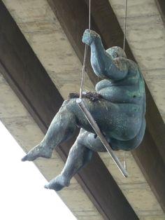 'El Columpio', de Ramón Conde (El Burgo, Culleredo) Human Sculpture, Abstract Sculpture, Sculpture Art, Fat Art, Egyptian Art, Ceramic Clay, Whimsical Art, Erotic Art, Sculpting