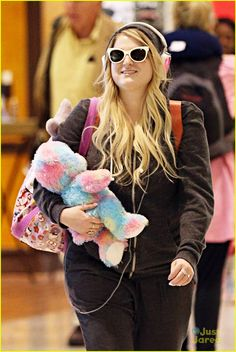 Meghan Trainor Chats Harry Styles Duet: 'I Was Worried He Was Going To Hate It': Photo Meghan Trainor carries a colorful stuffed animal in her arms after arriving at Sydney International Airport in Australia on Monday night (May The Meghan Trainor, All About That Bass, Dear Future Husband, Vintage Cotton, Celebs, Celebrities, Harry Styles, My Idol, Singer