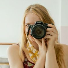 Learn how to sew a stylish camera strap for your camera. Tutorial with many pictures.