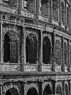 The curved flank of the Colosseum. Photograph by Daniel Schwabe.