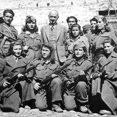 28 Badass Historic Pictures Of Women During WWII Related ideas for Bridesmaid DressesBrazilian 🇧🇷Female Soldier Go after your dream. Home Guard, Army Sergeant, Smile And Wave, Female Soldier, Strange History, Red Army, Urban Legends, Historical Pictures, British History