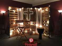 Youth room decor, pallet boards, classic lights, s Youth Room Church, Youth Ministry Room, Youth Group Rooms, Prayer Wall, Prayer Room, Kirchen Design, Youth Decor, Design Set, Church Stage Design