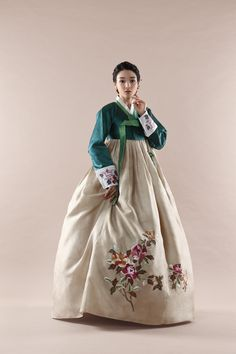 Bride's Hanbok Gallery – Rose Hanbok Korean Traditional Dress, Traditional Fashion, Traditional Dresses, Korean Fashion Trends, Korea Fashion, Asian Fashion, Korean Dress, Korean Outfits, Modern Hanbok