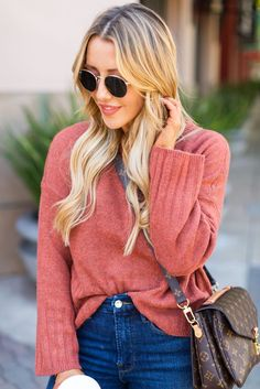 7 Versatile Fall Pieces to Add to Your Closet | For the Love | This outfit is my idea of the perfect, everyday fall look. So easy, great for mommin' and running errands and doing alll of the things. I rationalize buying so many sweaters because I wear them every single day in the fall/winter and they're so versatile, amiright? #forthelove #fall #fashion #sweater #looks