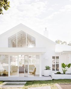 The mindblowing renovation that saw red brick house transformed is part of - Motheroffour Bonnie Hindmarsh, from Sydney, is onethird of Three Birds Renovations, a group of women who joined forces in 2014 to rebuild and refurbish rundown houses