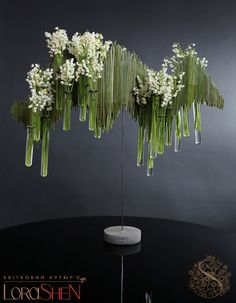 Undulating on the tabletop with wire would be cool. Art Floral, Floral Wall, Floral Design, Contemporary Flower Arrangements, White Flower Arrangements, Ikebana, Lustre Floral, Flowers Wallpaper, Wallpaper Art