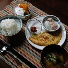 bkf = corn and cheese omlet, crab meat daikon radish salad, umeboshi pickles, sweet potato shiitake mushroom leek miso souop rice and rum persimmon raisin yogurt