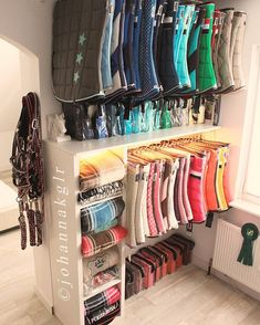 I'll take this entire saddle pad & boot collection