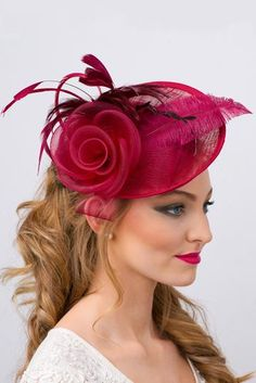 This statement piece fascinator is sophisticated and gorgeous. Enjoy easy travel and storage with the flexible, detachable headband of this couture mesh piece! Kentucky Derby Fascinator, Kentucky Derby Hats, Facinator Hats, Hair Fascinators, Headpieces, Fascinator Diy, Ascot Hats, Tea Party Hats, Pamela