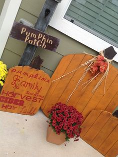 Pallet Wood Pumpkins - Also made a large pumpkin from pallets and added a little glitz to him.  Tried my hand at a some subway art on one of the smaller pumpkins I had made and made a sign for my post.  I certianly haven't mastered that subway lettering craft !!