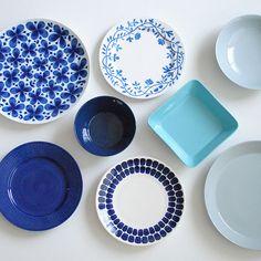 夏を涼しくすごすための小さなヒント | 北欧雑貨、北欧食器のネットショップ | 北欧、暮らしの道具店のブログ Japanese Ceramics, Japanese Pottery, Pottery Painting, Ceramic Painting, Blue Dishes, Japanese Kitchen, Ceramic Tableware, Pottery Designs, Artisanal