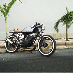 5,051 vind-ik-leuks, 16 reacties - SAINT MOTORS Co.™ ♠♣ 19⚡13 (@saint_motors) op Instagram: '🔨🔩🔧 by @la_gunturuu  #yamaha #vr46 #custom #bike #motorcycle #caferacer #scrambler #bratstyle…'