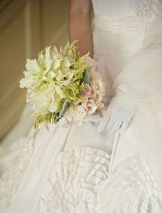 Classic biedermeier bouquet « Bollea – Floral Design Gallery