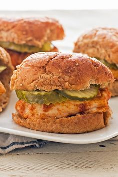 Healthy Meals Weight Watchers Copycat Chick-fil-A Chicken Sandwich Recipe - Poulet Weight Watchers, Plats Weight Watchers, Weight Watchers Diet, Weight Watcher Dinners, Weight Watchers Chicken, Weight Watcher Wraps, Weight Watchers Lunches, Skinny Recipes, Ww Recipes