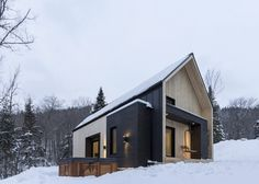 For a forested site in Quebec, Cargo Architecture has created a vacation cottage featuring clean lines, light colours and a restrained materials palette