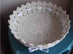 Risultati immagini per croche endurecido Crochet Bowl, C2c Crochet, Crochet Round, Thread Crochet, Crochet Stitches, Crochet Hats, Crochet Baskets, Crochet Tablecloth, Crochet Doilies