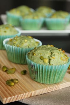 Muffins à la pistache Easy Cookie Recipes, Baking Recipes, Sweet Recipes, Cake Recipes, Dessert Recipes, Lemon Desserts, Mini Desserts, Curry Dip, Pistachio Muffins