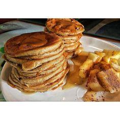 As fluffy pancakes desta manhã já estão no blog!! Estas souberam a Bombón Rocher e Pb  Link na bio   #mwspt #MyWheyStore #fitfam #fitfood #healthylifestyle #eatclean #iifym #pancakelover #healthypancakes #foodporn #instafood #whpt #fit #breakfast #lowcarb #gains #fitrecipes #sugarfree #pb #chocolover #butterscotch #healthysnack #oats #papasdacate #fitgirl #pineapple #fitspiration #goodmorning ( # @eduardassreis)