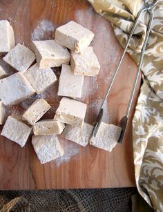 Baileys Marshmallows ~ Scrumptious and fluffy marshmallows with the fabulous Baileys flavor.
