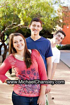 Fun family portrait photo ideas at The University of Arizona in Tucson AZ Arizona taken by Michael Chansley Photography UofA campus kids children teenagers parents couples teens baby sunset siblings mom dad son daughter sister brother Sibling Photo Shoots, Teen Photo Shoots, Sibling Photos, Sister Photos, Boy Photos, Senior Pictures, Fun Family Portraits, Family Picture Poses, Family Posing