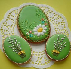 Photo Easter Cookies, Sugar Cookies, Mickey Mouse Cake, Spring Design, Royal Icing, Cookie Decorating, Holiday Recipes, Cookie Cutters, Easter Eggs