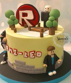 Roblox Roblox Birthday Cake, Roblox Cake, 8th Birthday Cake, Lego Birthday Party, Cupcakes, Cupcake Cakes, Pastel Cakes, Biscuit, Cake Icing