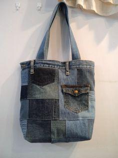 色々な色、風合いのデニムをパッチワークしたリメイクバッグ。(画像1枚目)表側にはポケットが一つ(画像2、3枚目)裏側にはデニムの前ポケットを利用したポケット。...|ハンドメイド、手作り、手仕事品の通販・販売・購入ならCreema。