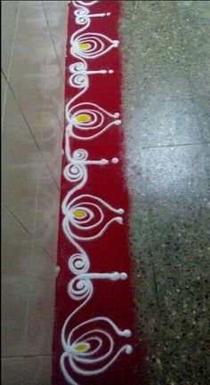 Make these border rangoli designs at the corners and at the entrance of your home. Decorate your house with these pretty border rangoli designs for Diwali. Rangoli Side Designs, Rangoli Designs Latest, Simple Rangoli Designs Images, Rangoli Borders, Free Hand Rangoli Design, Small Rangoli Design, Rangoli Patterns, Colorful Rangoli Designs, Rangoli Ideas
