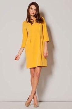 Κομψό θηλυκό φόρεμα. Κολεξιόν: Άνοιξη-Καλοκαίρι 2015.  Χρώμα: Κίτρινο. Σύνθεση: 65% Polyester, Viscose 35%. - Δωρεάν Αλλαγή σε περίπτωση που δεν σας κάνει το μέγεθος. - Παράδοση 7-10 εργάσιμες ημέρες μετά την παραγγελία σας.