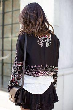 刺繍ジャケットとレーススカート | FashionLovers.biz