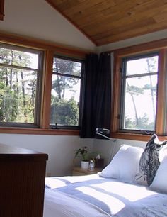 The South Tower Is A Two Story Cabin Vacation Rental At The Manzanita Oregon  Coast With Bedroom, Kitchen And Spa Tub.