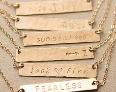 Bar Necklace Personalized Name Plate Necklace di LayeredAndLong