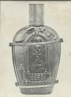 Waterbottle that belonged to Voortrekker leader Piet Retief. Family Names, African History, Cape Town, Tree Branches, Family History, South Africa, Dutch, Art Pieces, Van