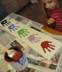 Love the idea of handprints for the whole family.