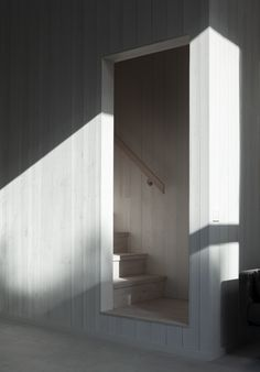 Interior Stairs, Interior And Exterior, Interior Design, Haus Am See, House Stairs, Farmhouse Interior, Cottage Interiors, Stair Railing, Architecture Details
