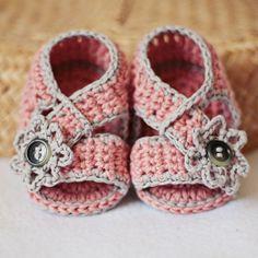 baby booties crochet patterns | Baby Booties Crochet PATTERN (pdf file) - Diagonal Strap ... | familia
