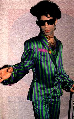 Prince 1993. This is the only look I never really cared for...but hey, it's Prince, and he's my baby! <3