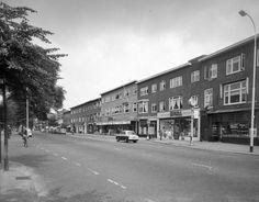 1958-1963. Gezicht op de voorgevels van de panden Amsterdamsestraatweg 385 (geheel rechts) -hoger te Utrecht.