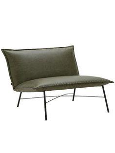 Hoe leuk is fauteuil Gido? Super leuk als je het ons vraagt! En behalve dat hij een lust is voor het oog, zit deze groene bycasta fauteuil ook nog eens heel erg lekker. Dat komt door de vulling van polyether, hierdoor zak je diep weg in deze stoel en zit hij heerlijk zacht. Ook is het breder zitvlak erg fijn, zodat je genoeg ruimte hebt om je favoriete zithouding aan te nemen. Het slanke zwart metalen onderstel geven de stoel een classy look.