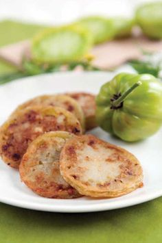 A collection of green tomato tips and recipes, including green tomato pickles, relish, mincemeat, fried and more. From MOTHER EARTH NEWS magazine.