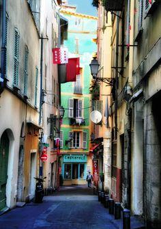 Nicea, Stare Miasto    Chcesz spędzić tu wakacje? Wejdź na www.francja.pl i rezerwuj wyjazdy do Francji w najlepszej cenie.
