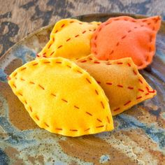 Felt Sewn Fall Leaves Craft For Kids - We need to make these to go with our felt leaf garland!