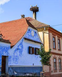 Dor de viața simplă din satul românesc 💙 Oare s-au întors berzele la Viscri? Style At Home, Cabin, House Styles, Home Decor, Decoration Home, Room Decor, Cabins, Cottage, Home Interior Design