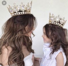 This is the perfect mother daughter photograph Mother Daughter Pictures, Mother Daughter Photos, Mother Daughter Fashion, Future Daughter, Mother Daughters, Luxury Girl, Family Goals, Mom And Baby, Family Photos